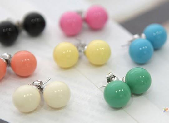 02684Korean wild QQ ball earrings