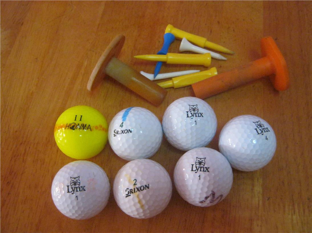 2nd hand: 7 Assorted Golf Balls & 6 Tees Golf Tee Holder