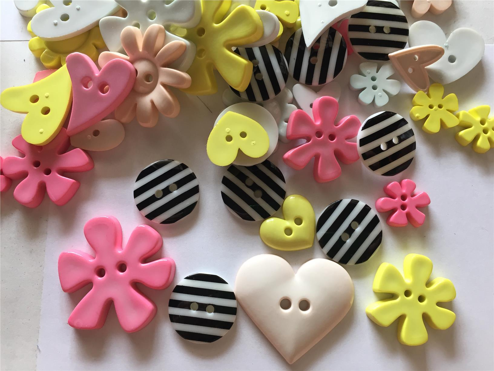 30 pcs  Mix Flower heart and Stripe Button flatback Decoration