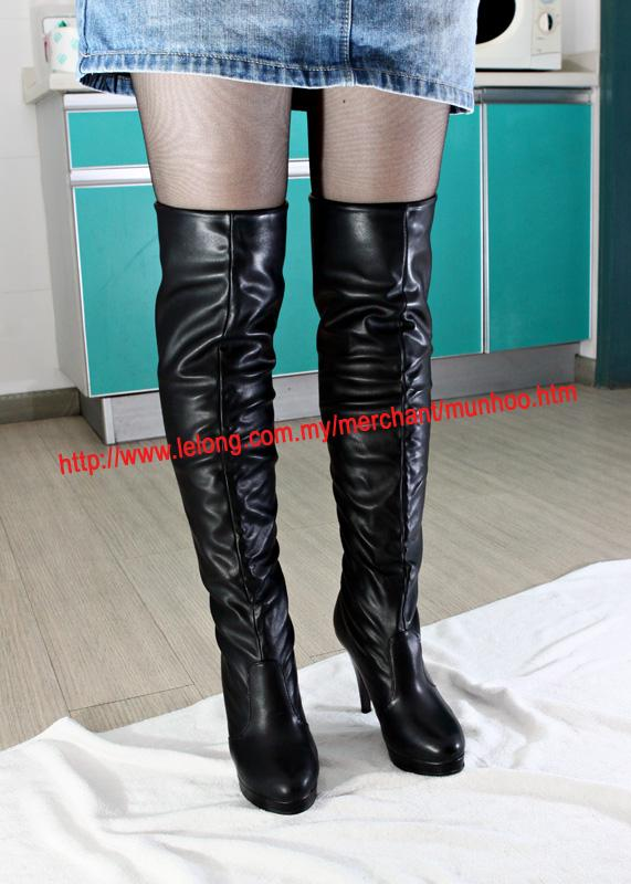 Buy womens sexy boots from this cheap women boots store online,which offers high heel boots,flat boots,over the knee boots,knee high boots,platform boots,black cowboy boots,suede fringe boots,fringe cowboy boots,cut out lace up knee high boots,rider boots,combat boots,western boots,western ankle boots,heel boots,black fringe boots,roman boots,fringe heel boots,thigh high boots.