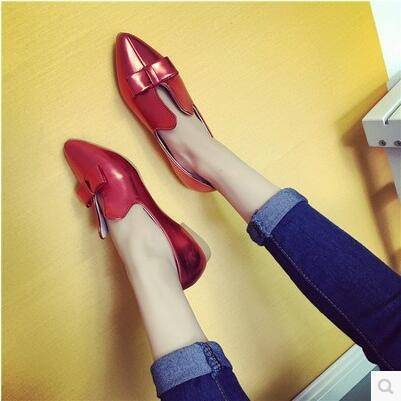 New arrival simple rosette flat pointed enamel leather sandal