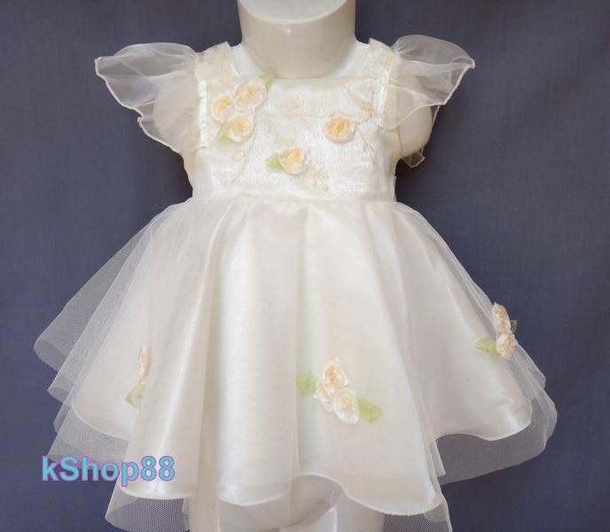 the most charming dresses and jumpsuits for baby girls This season's baby girl dresses, jumpsuits and rompers are made with the softest fabrics. Make unforgettable memories with elegant white dresses, or fashionable pieces in bright colours and original prints.