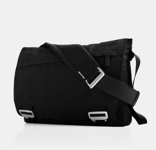 "blueLounge Eco Friendly Messenger Bag For McBook Pro 17"" - Black"