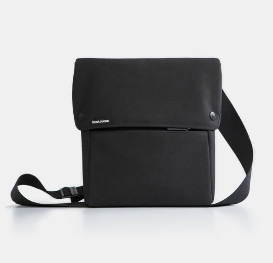 blueLounge iPad Sling Bag - Black