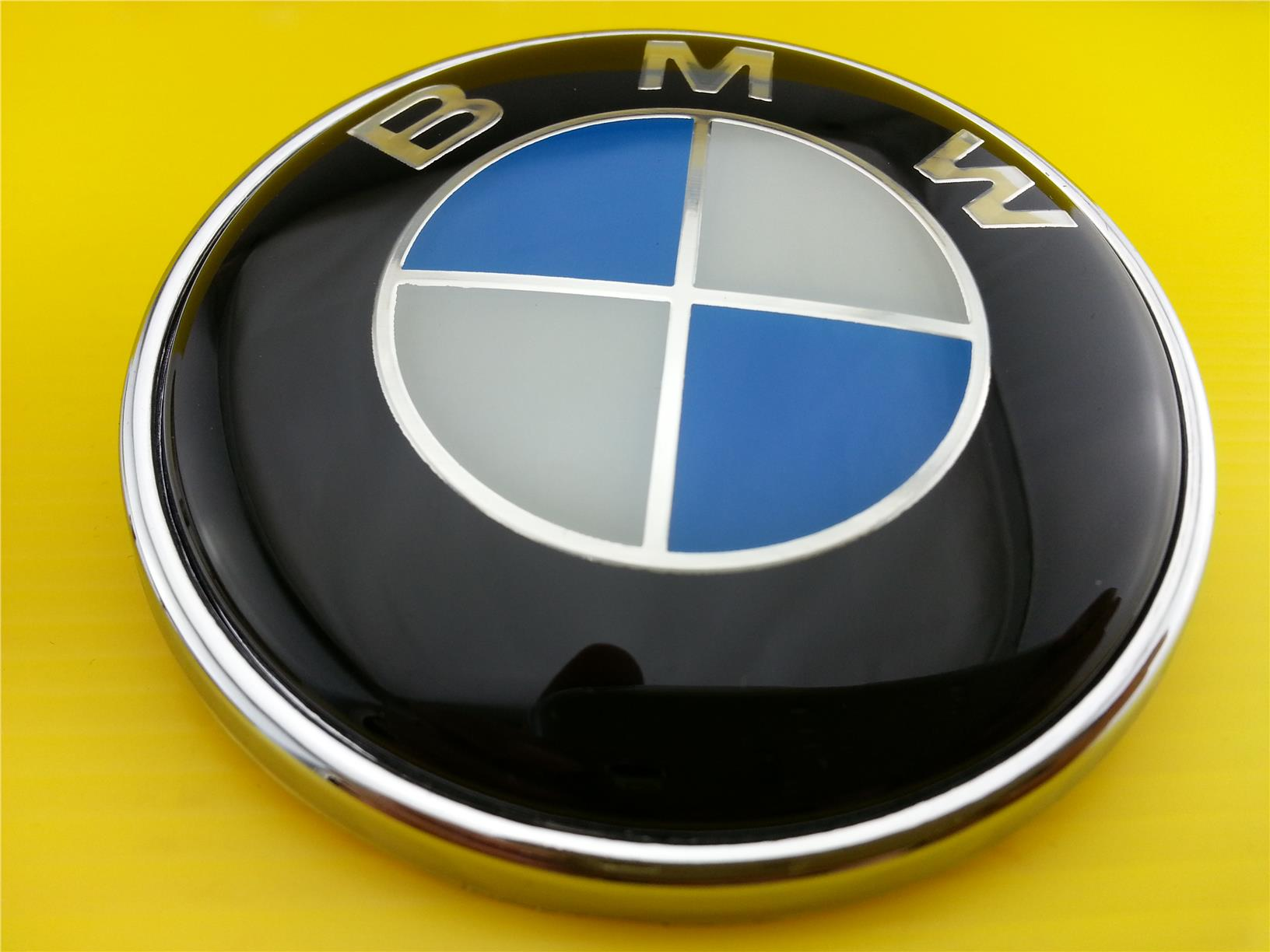 New BMW EMBLEM LOGO FRONT OR REAR SIZE 73MM & 82MM (2 Pins)