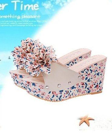 Bohemian Style Floral Wedge Heel Sandals (Apricot)