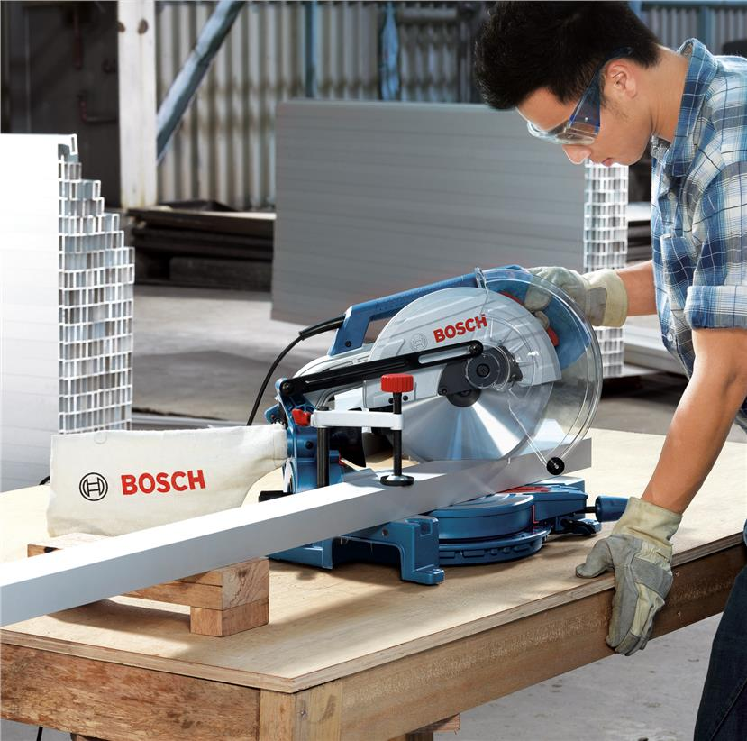 Bosch GCM 1700W 255mm Mitre Saw