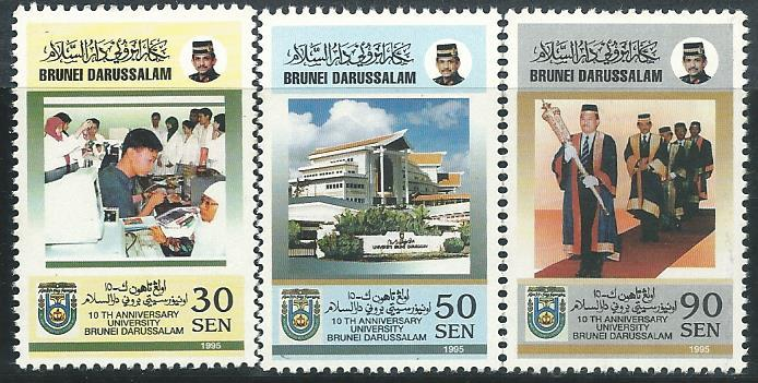 BR-19951028 BRUNEI 1995 10TH ANNIVERSARY OF UNIVERSITY BRUNEI 3V MINT