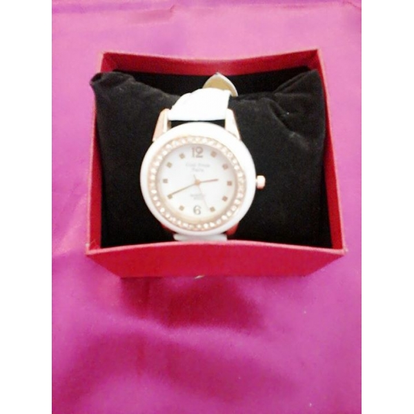 **CELLY**FASHIONABLE LADIES WATCH (WHITE)
