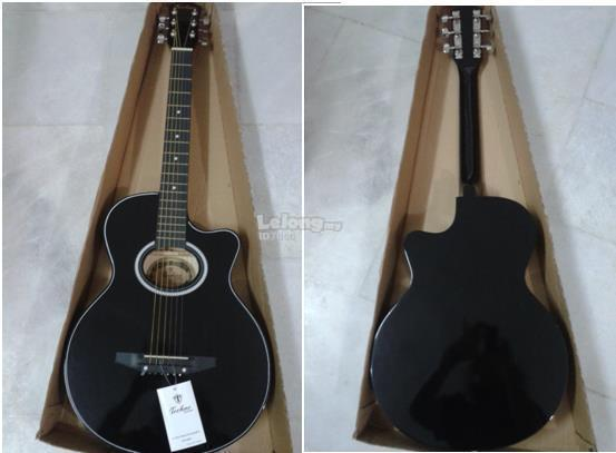 Complete new acoustic guitar with free bag