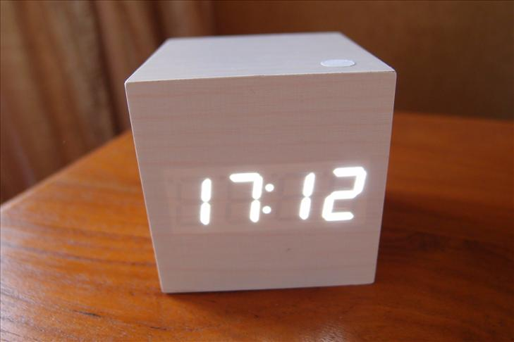 designer cube white led wooden digital alarm clock white. Black Bedroom Furniture Sets. Home Design Ideas