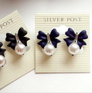 Elegant Pearl Ribbon Earrings