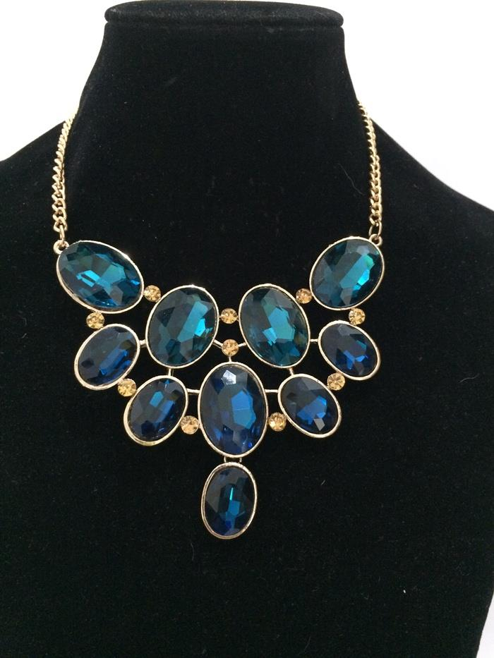 Enchanting Zaya Sapphire Faux Stone Short Necklace (Free Shipping)