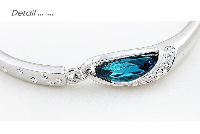 Fashionable Blue Crystal Bracelet