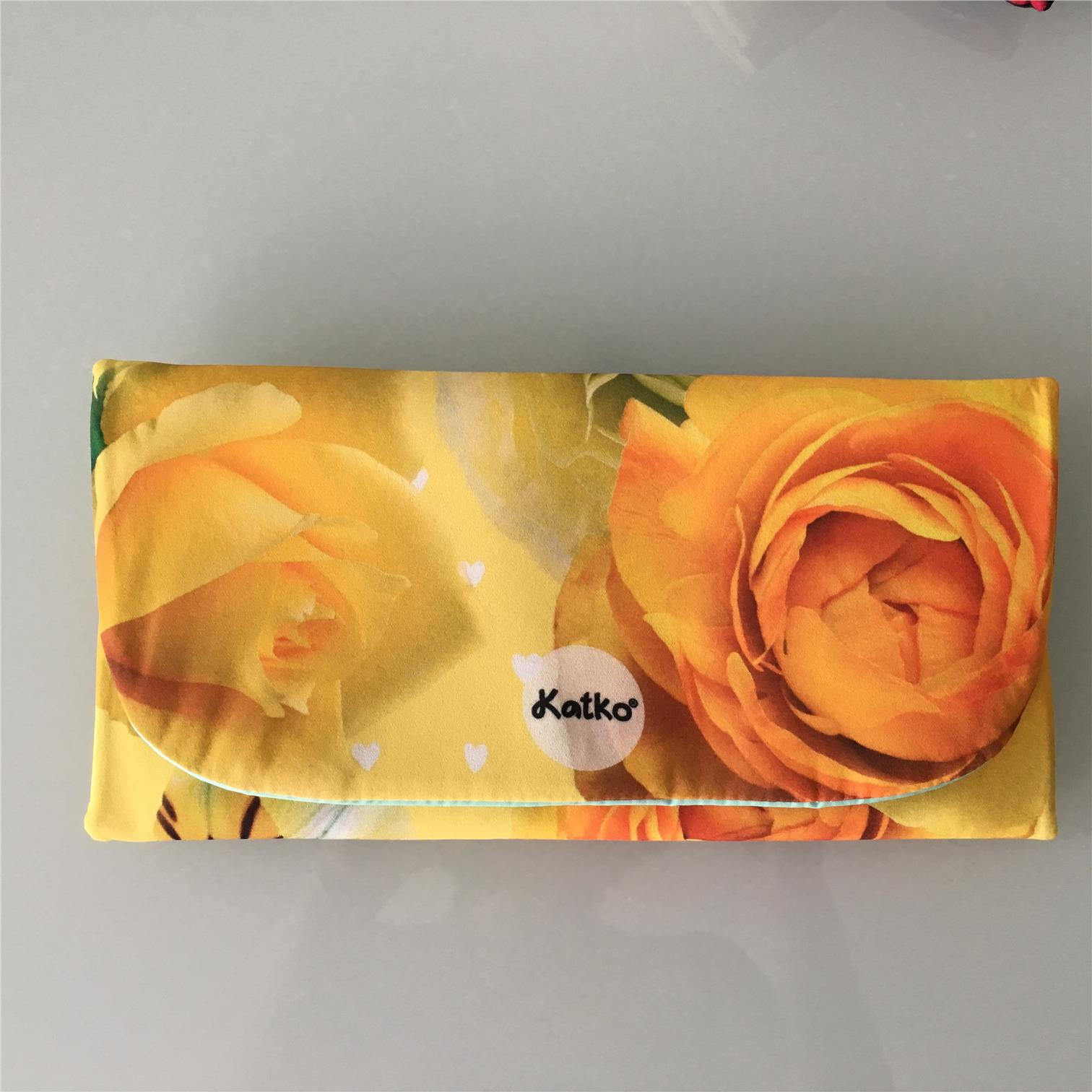 Handmade Women's Clutch: Delight