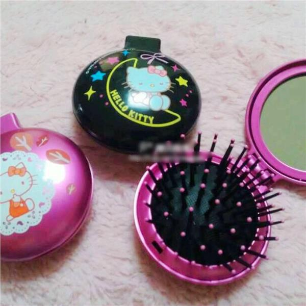 Hello Kitty Foldable Pink or Black Comb