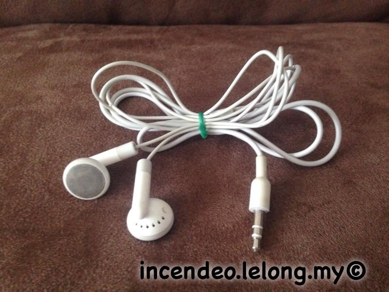 **incendeo** - Original Apple iPod Stereo Earphones #2