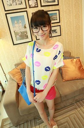 King Size Loose Short-sleeve Chiffon Blouse (Lips)