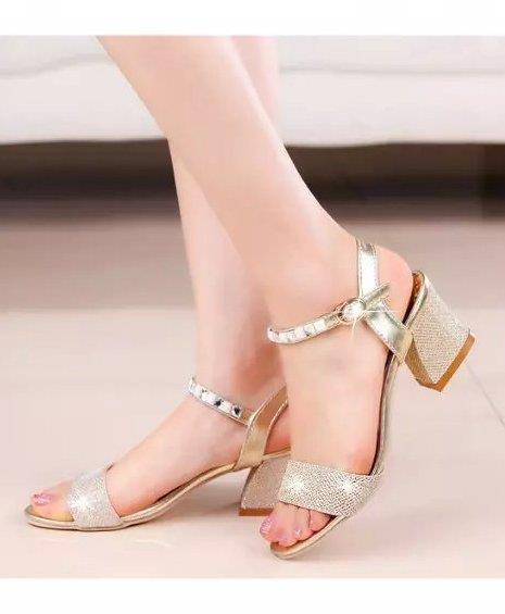 Korea Style Rhinestone Cuban Heel Sandals (Gold)