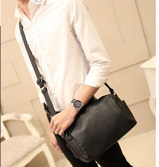 Korean version of the trend of male messenger bag