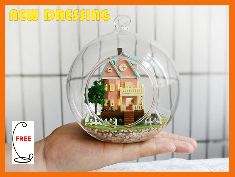 'Mini Bungalow' Glass Ball/Doll House