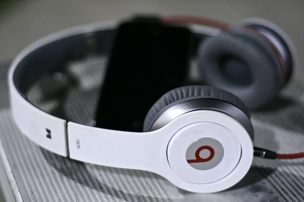 Monster Beats by Dr Dre Solo Headphones with control talk -white-100% Ori