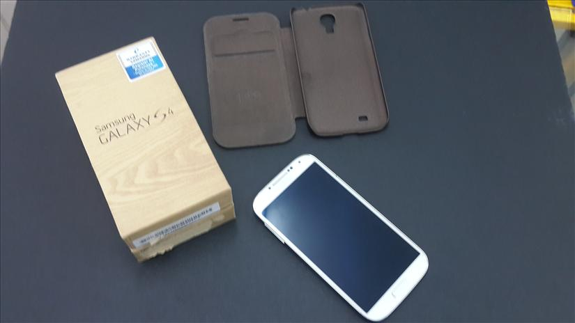 SAMSUNG Galaxy S4 10 Days USED only. SME set.