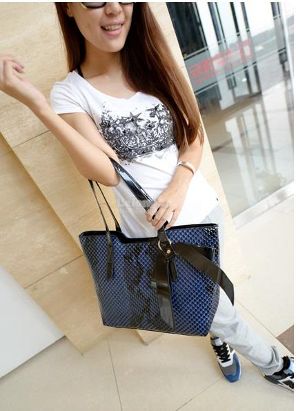 Shining Europe Snake Texture Tote Bag