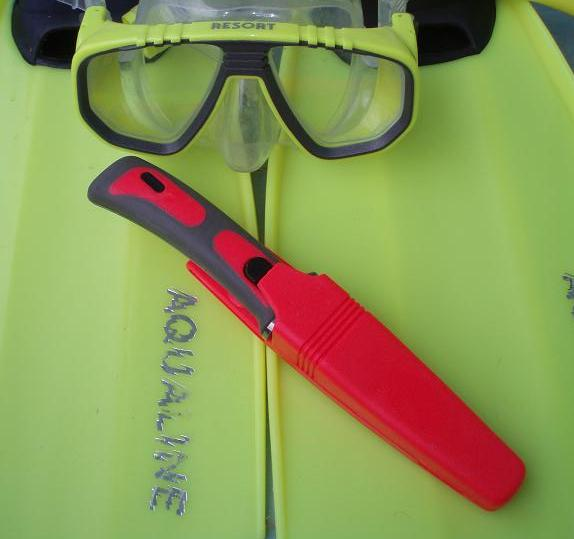 ~ SPECIAL PINK DIVING KNIFE VISIBLE IN DISTAND ~