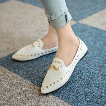 T006976 Rivet Mustache Pointed Flat Stylish Shoes