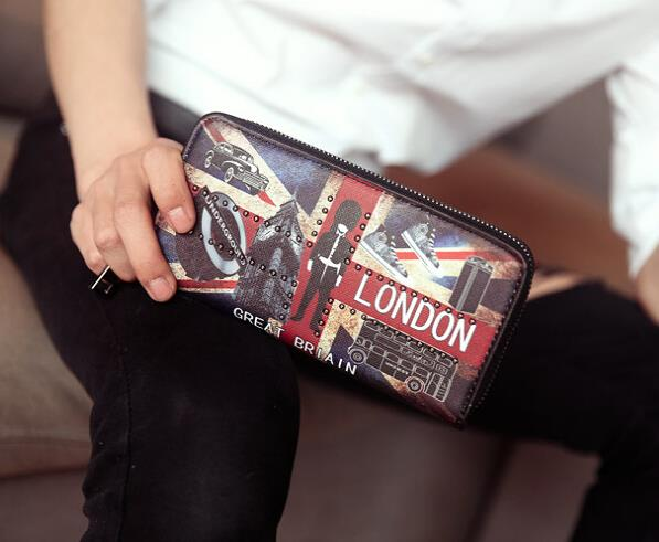 The trend of British men and women M word long section wallet