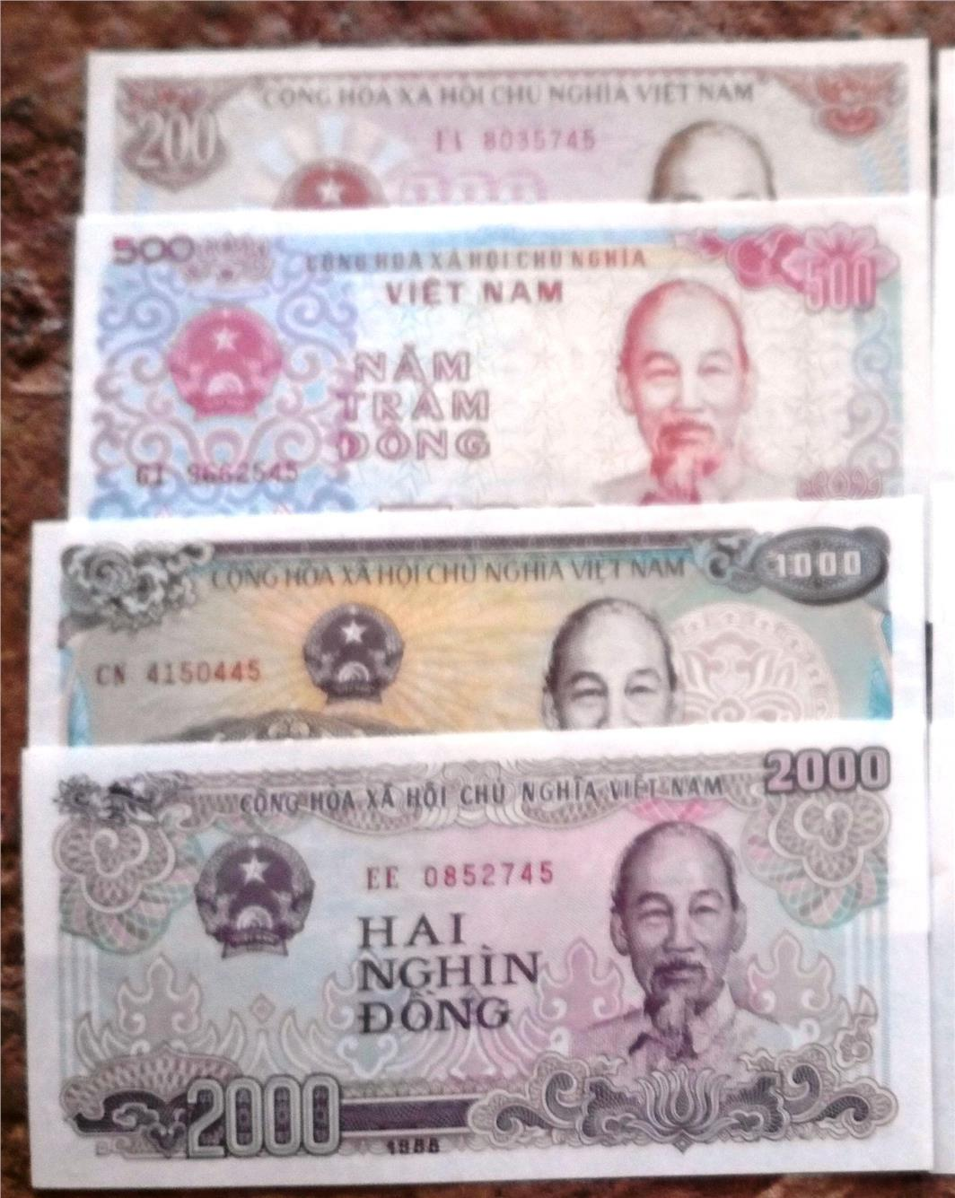 Vietnam 4 pcs last 2 series number same unc