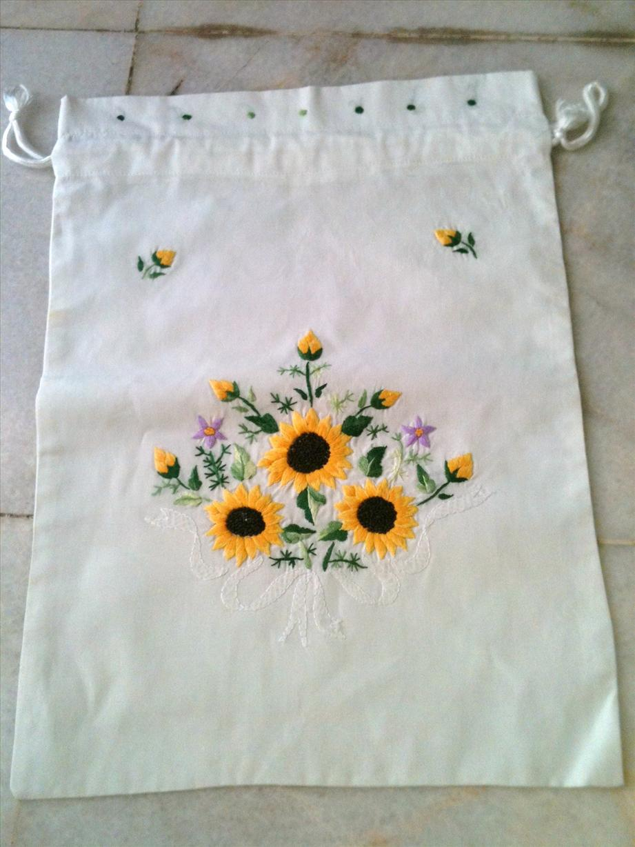 Vietnam embroidery pouch white sun end  pm