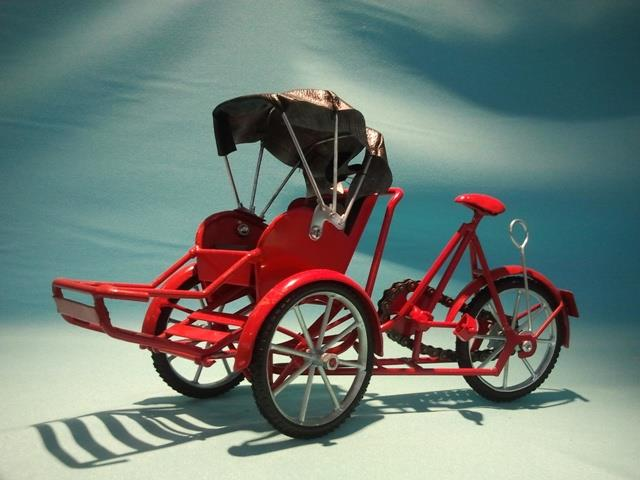 VINTAGE METAL TRISHAW RED (M)