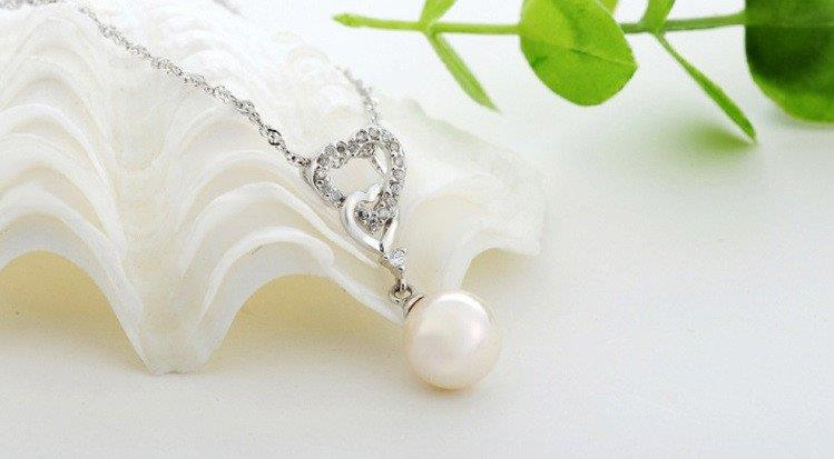 Vivere Rosse Double Heart Pearl Necklace