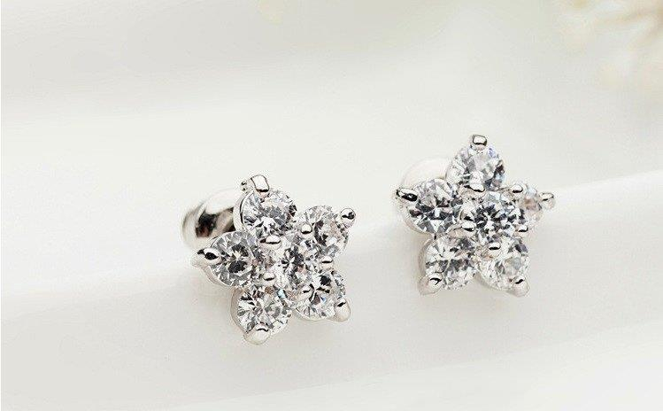 Vivere Rosse Shinning Star Stud Earrings