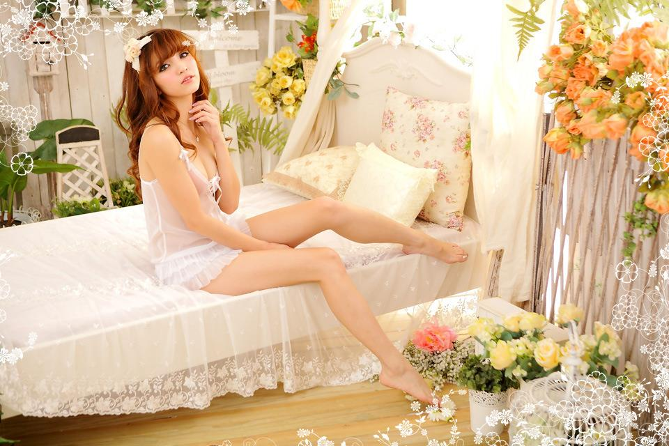 White Lingerie Nightdress Sleepwear with G-string Y1141