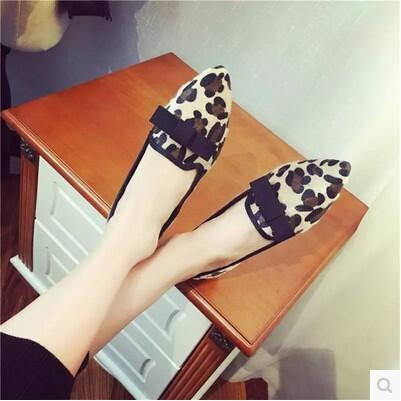 Wild-clothing leather pointed simple rosette flat sandal