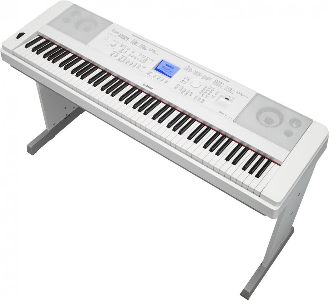 YAMAHA PORTABLE GRAND DGX660 88 KEYS