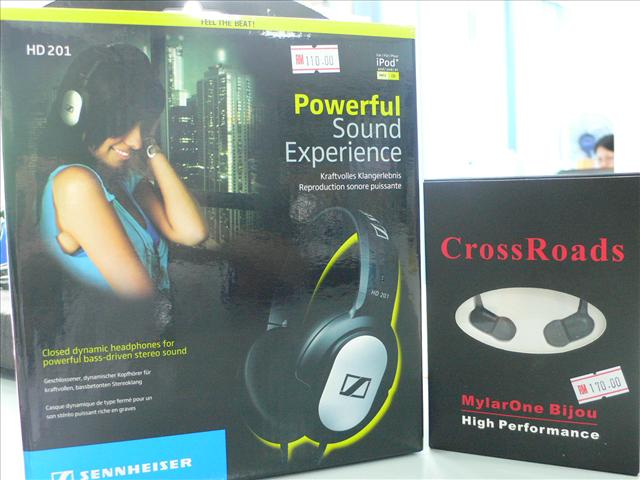 Bundle**CrossRoad Bijou 3 In Ear Earphone + Sennheiser HD201 Headphone