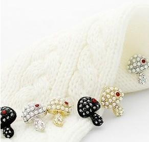 02677Korean pearl diamond mushroom earrings