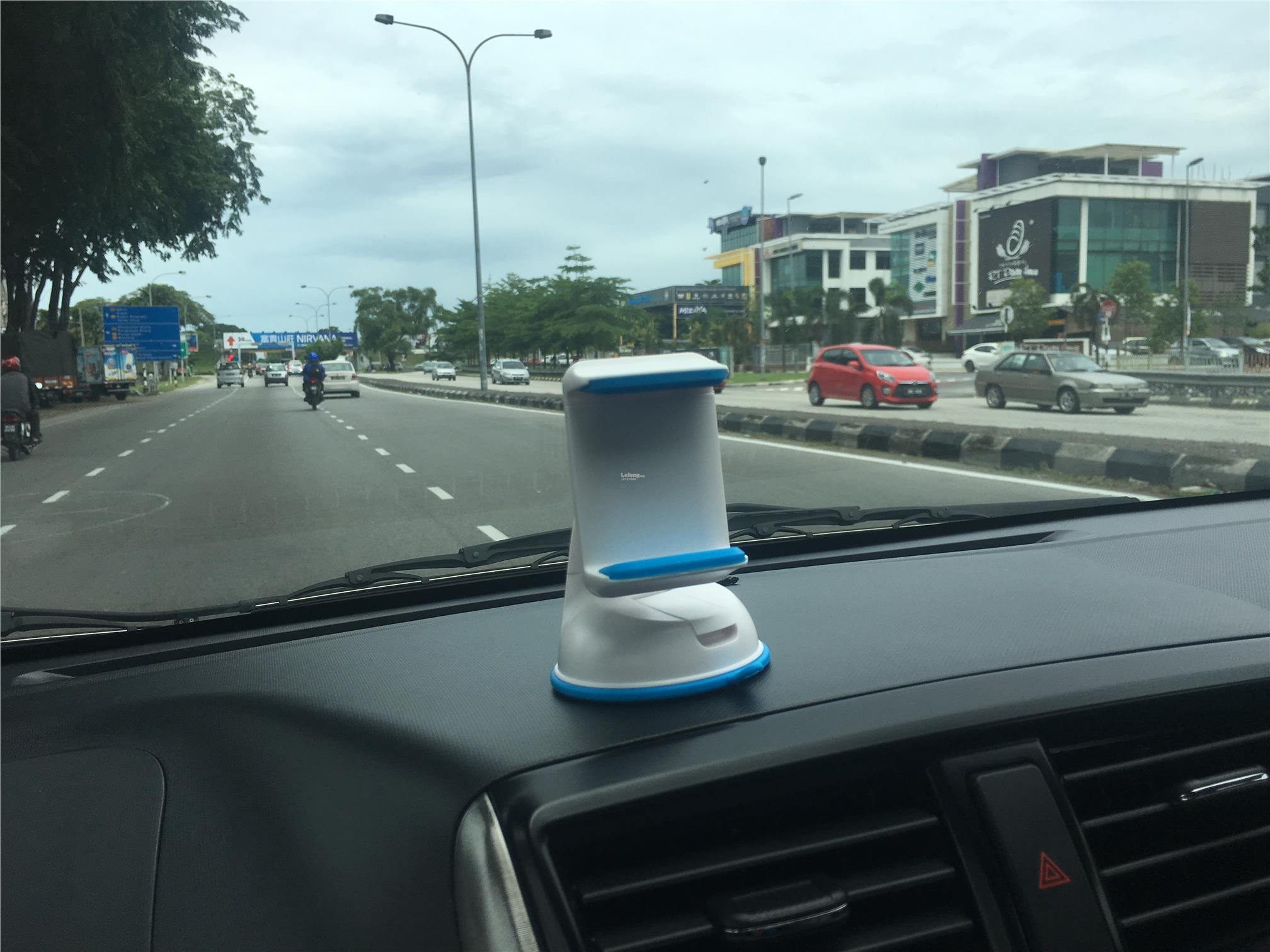 CAR HOLDER - MOBILE PHONE SILICONE SUCKER