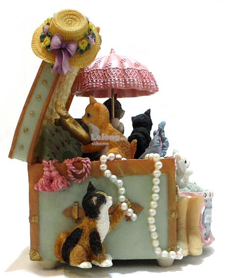 Cats With Treasure Chest - Music Box