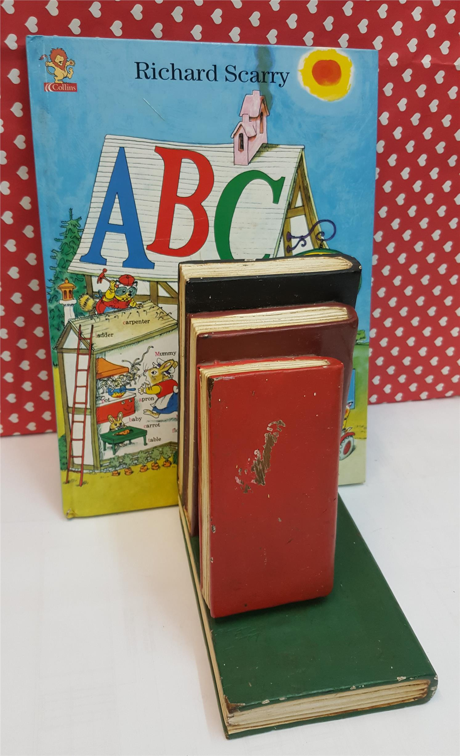collectible t 3 book bookstand w end 12 3 2017 1 15 am