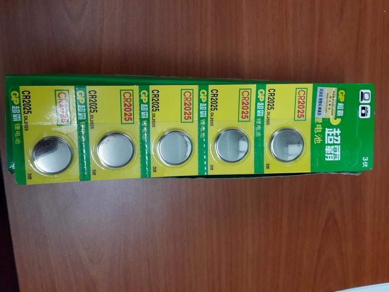 CR2025 button cell battery