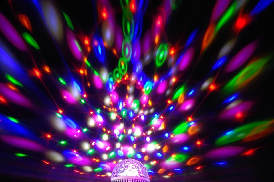 (Import) YNL Colorful Auto Rotating RGB Crystal Stage Light 6W E27