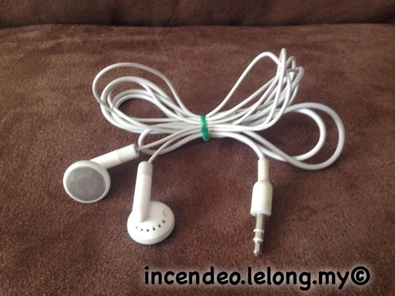 **incendeo** - Original Apple iPod Stereo Earphones #1
