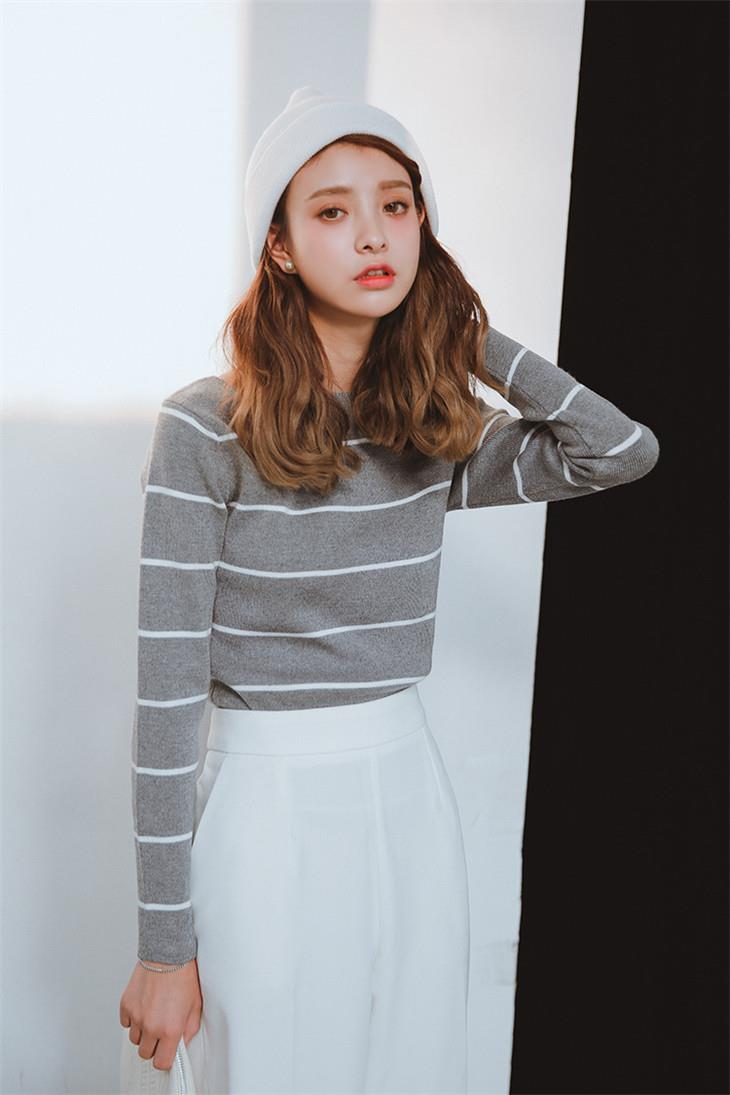 Korea Style Stripe Show-slim Thin Knit Blouse (Grey)