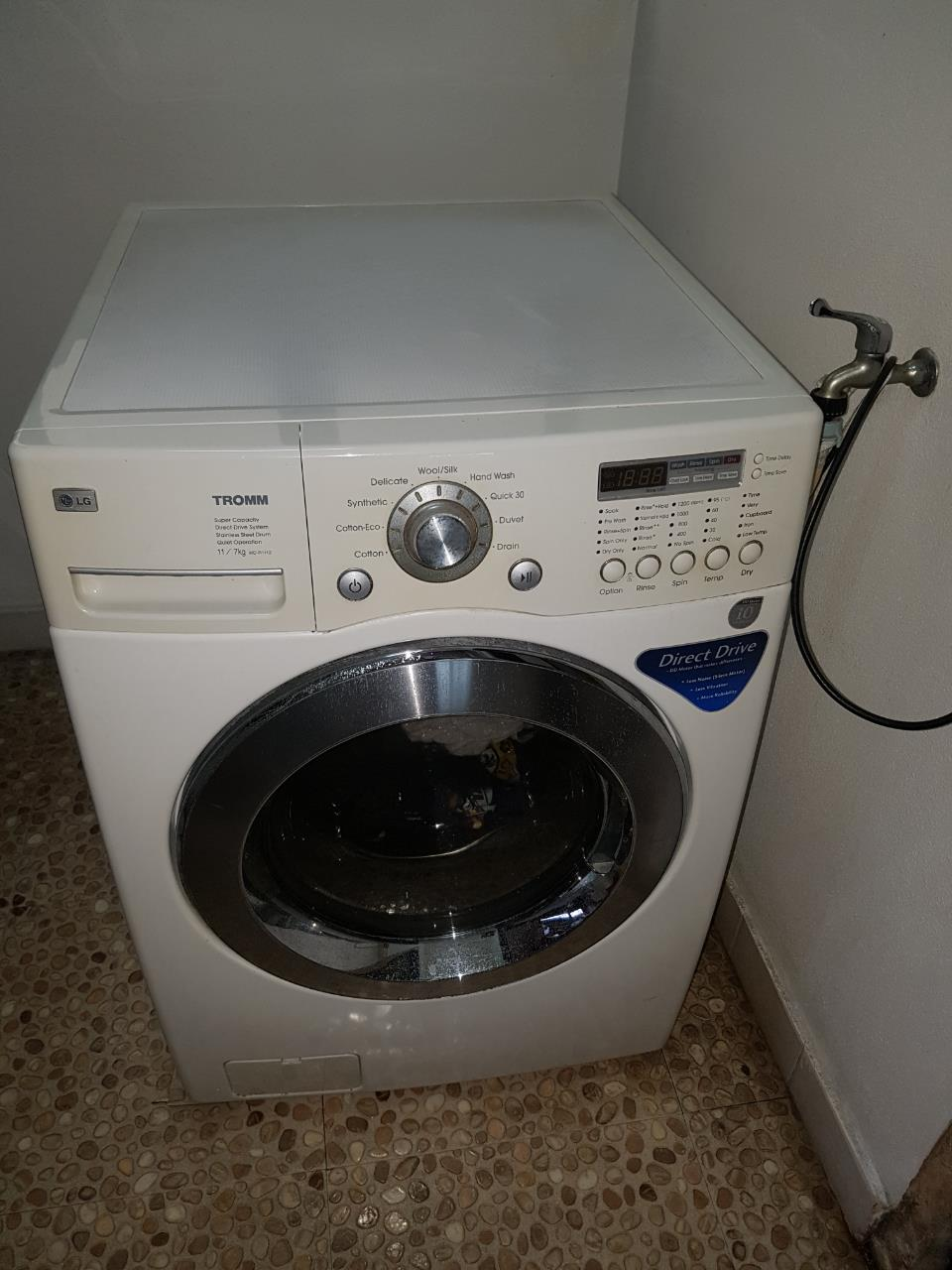 used LG 2-in-1 washing machine and dryer 11kg/7kg