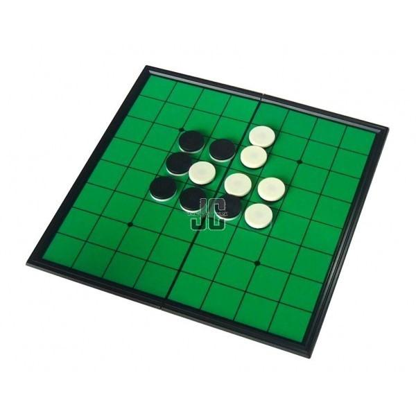 Play reversi online board game